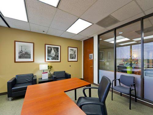 I.H. 10 W Office images